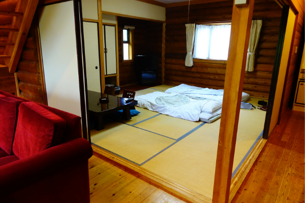 青山ガーデンリゾートローザブランカ コテージ和室